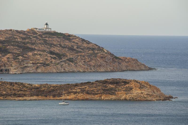 Calvi, маяк Revellata, пляж, Pointe De Ла Revellata, горизонт, Корсика, Haute Corse, Франция, Европа, остров стоковое изображение rf