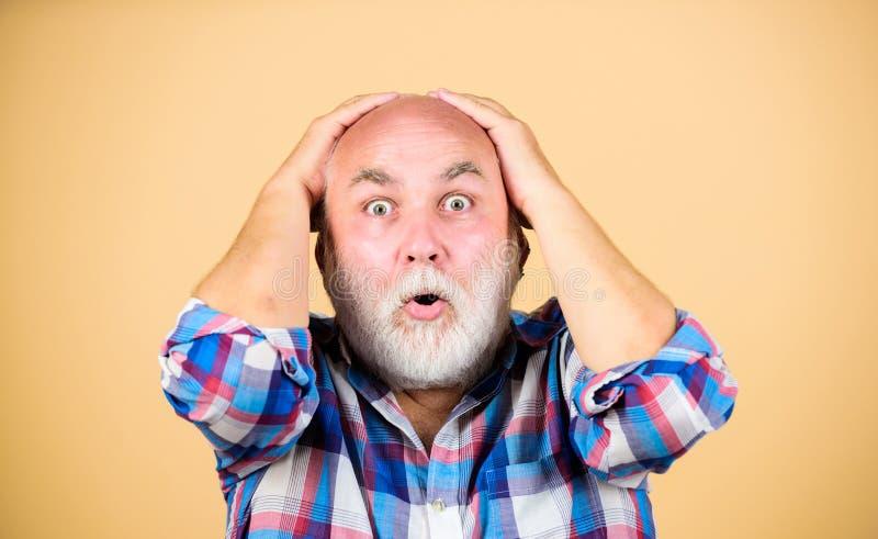 Calvicie temprana de las muestras Personas mayores Pelo gris de abuelo barbudo P?rdida de pelo Problemas de la edad Pelo perdidos fotos de archivo