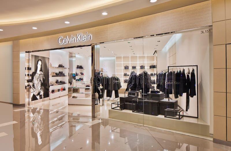 Calvin Klein-afzet in een glanzend winkelcomplex, Shanghai, China stock foto