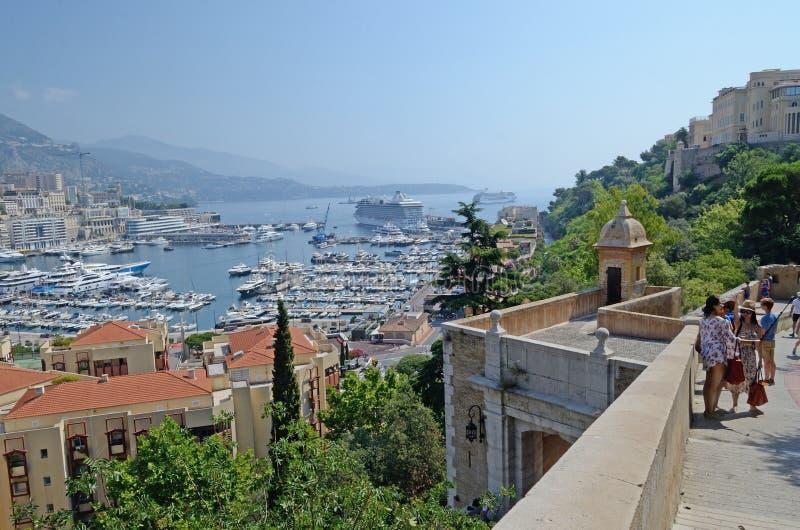 Calzada en el puerto, Mónaco, Tom Wurl del palacio fotografía de archivo libre de regalías