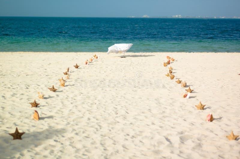 Calzada en la playa imagenes de archivo