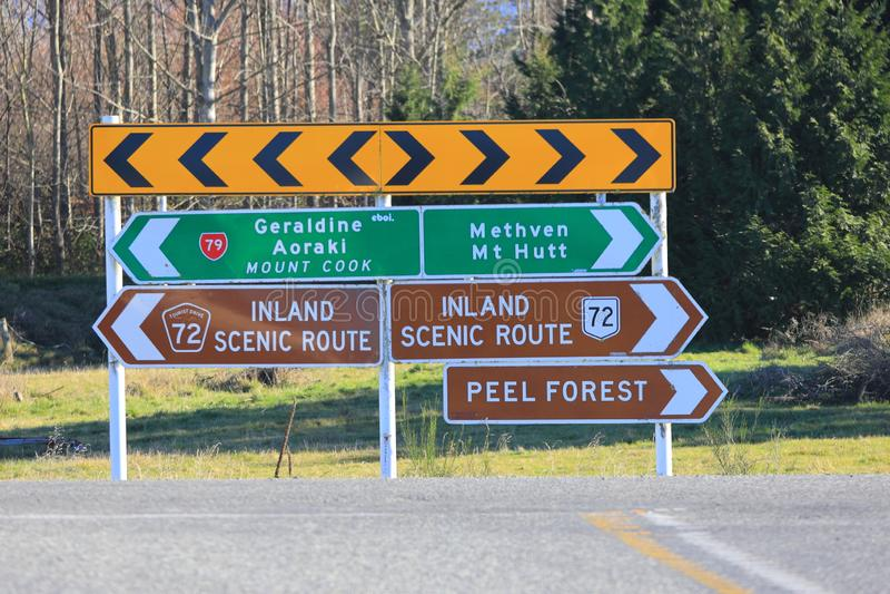 Calzada escénica Nueva Zelanda de la dirección del camino del sur foto de archivo