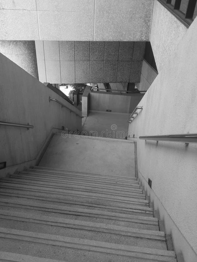 calzada vacía del pasillo a tirar en blanco y negro fotos de archivo libres de regalías