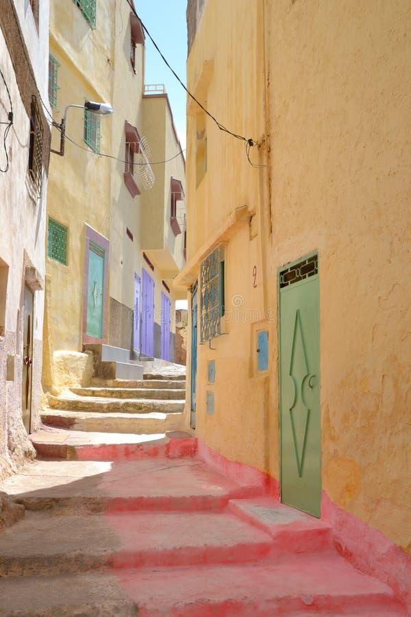 Calzadas por completo del color en Marruecos imagen de archivo