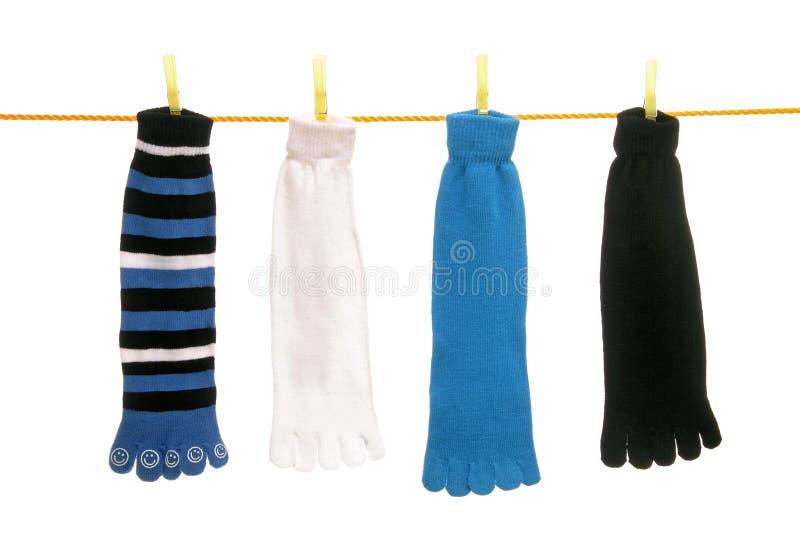 Calzini della punta su una riga di vestiti fotografia stock