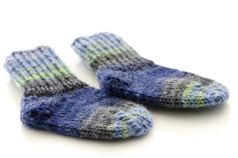 Calzini lavorati a maglia del bambino immagine stock