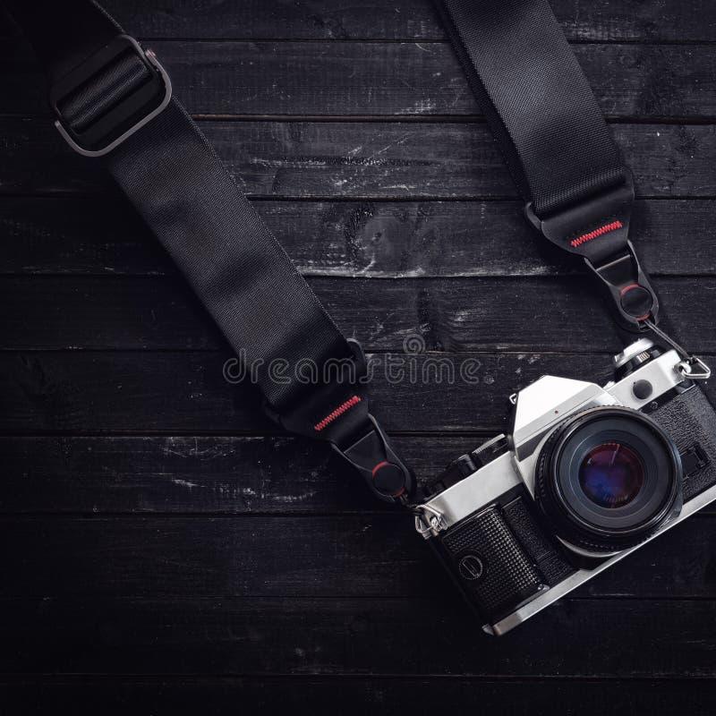 Caméra classique sur le film avec une courroie photos stock