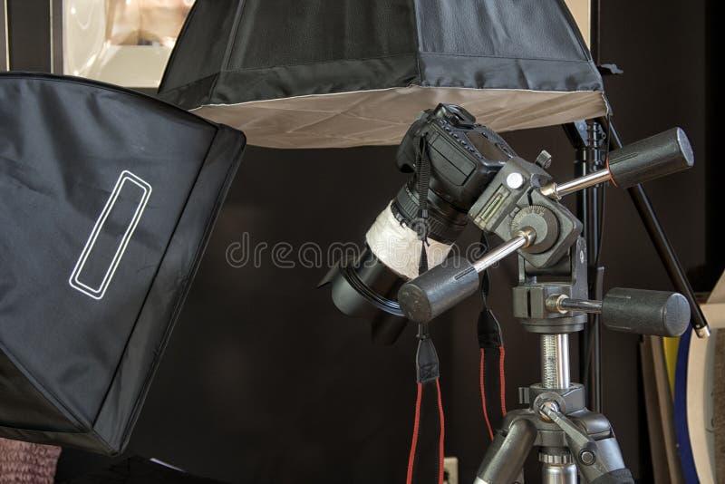 Caméra de télévision dans un studio photographie stock