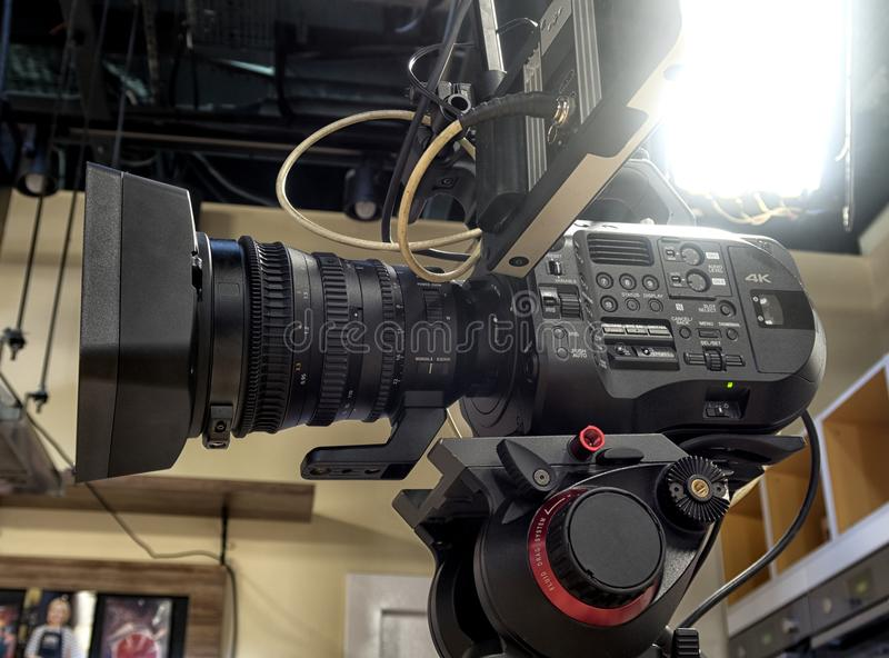 Caméra de télévision dans un studio photos libres de droits
