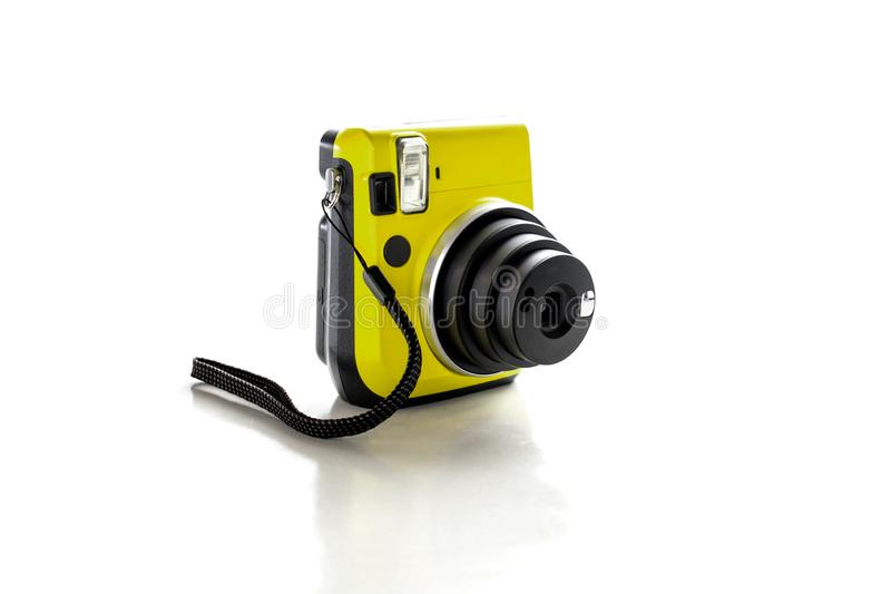 Caméra jaune d'isolement sur le fond blanc images libres de droits