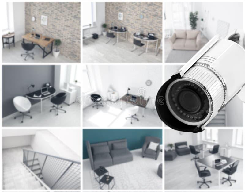 Caméra moderne de télévision en circuit fermé avec la vue brouillée des emplacements de bureau photographie stock libre de droits
