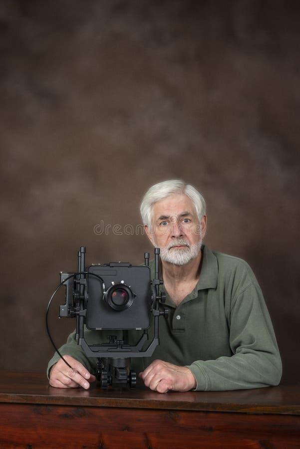 Caméra pluse âgé de With Professional View de photographe photo stock