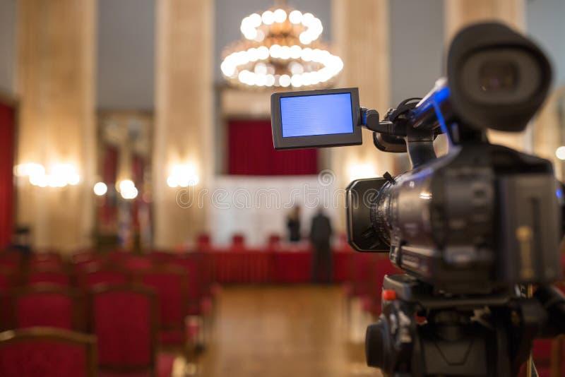 Caméra vidéo d'isolement photographie stock