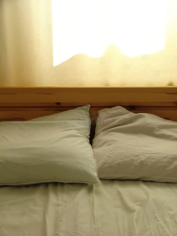 Download Cama imagen de archivo. Imagen de amarillento, suave, bedclothes - 182471