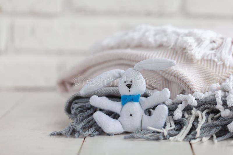 Cama cómoda en interior del sitio de los niños fotos de archivo libres de regalías