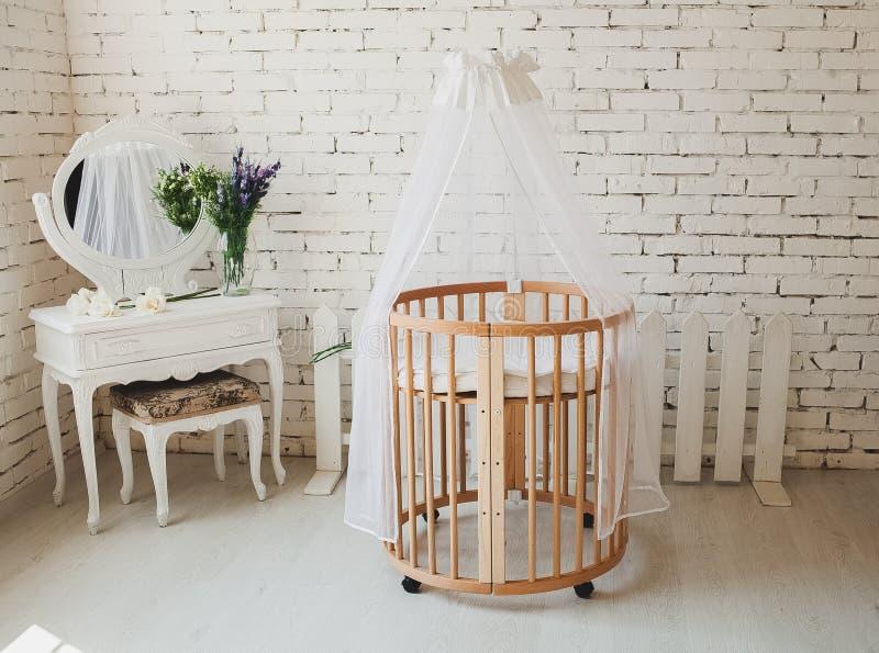 Cama Costosa Elegante Para El Bebé Recién Nacido Decoraciones De ...