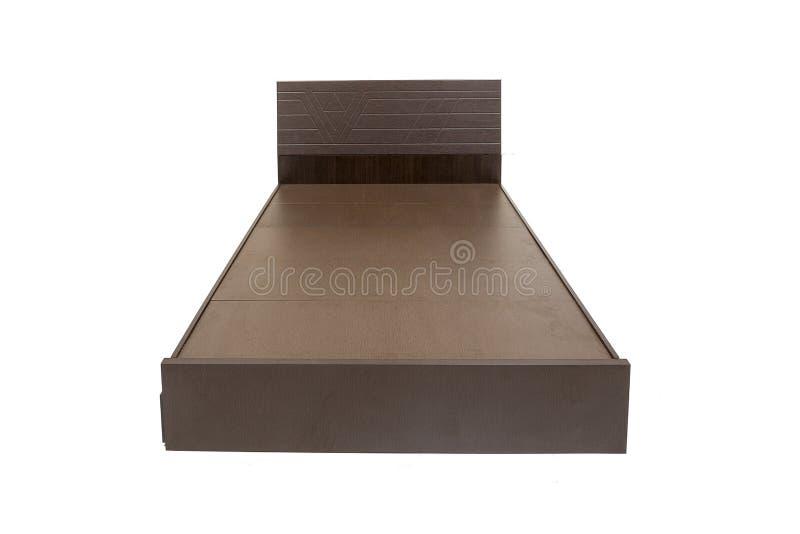 Cama de Brown sin el colchón contra parecer elegante del fondo blanco marrón fotografía de archivo