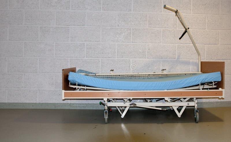 Cama de hospital imágenes de archivo libres de regalías