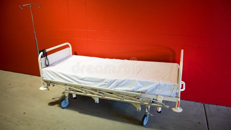 Cama de hospital fotografia de stock royalty free