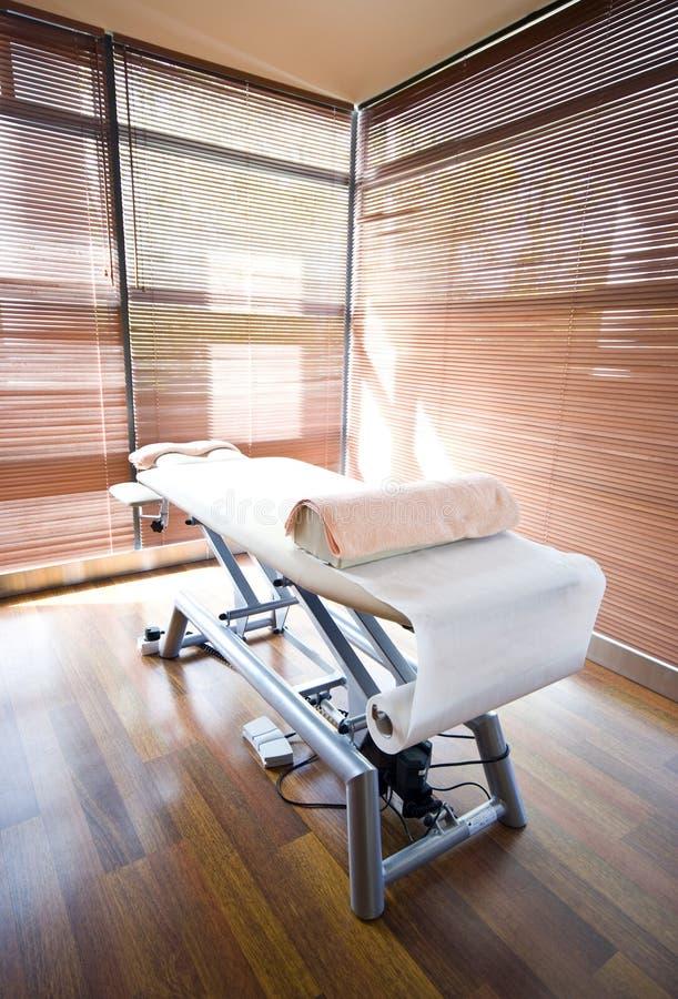 Cama del masaje imagen de archivo