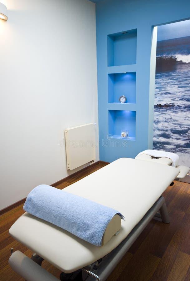 Cama del masaje foto de archivo libre de regalías
