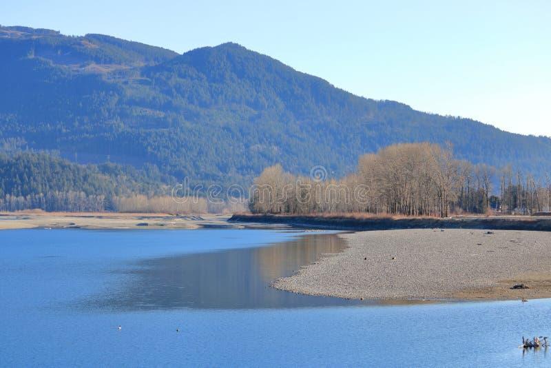 Cama e seca de rio exposta imagens de stock