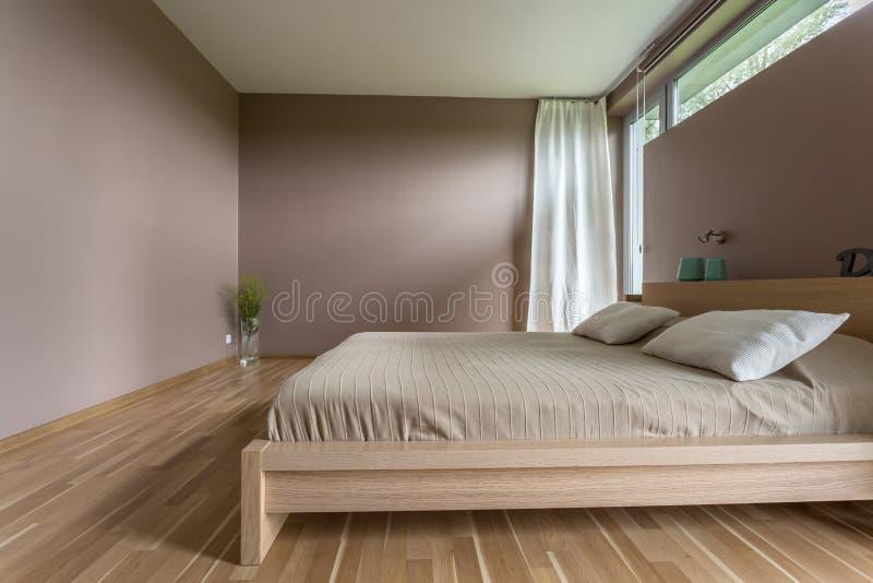 A cama marital para a terra comum relaxa imagem de stock royalty free