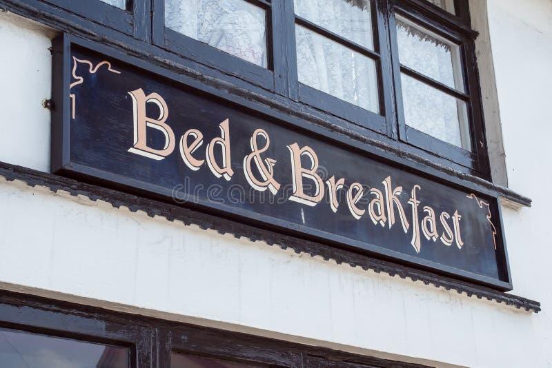 Cama y desayuno foto de archivo libre de regalías