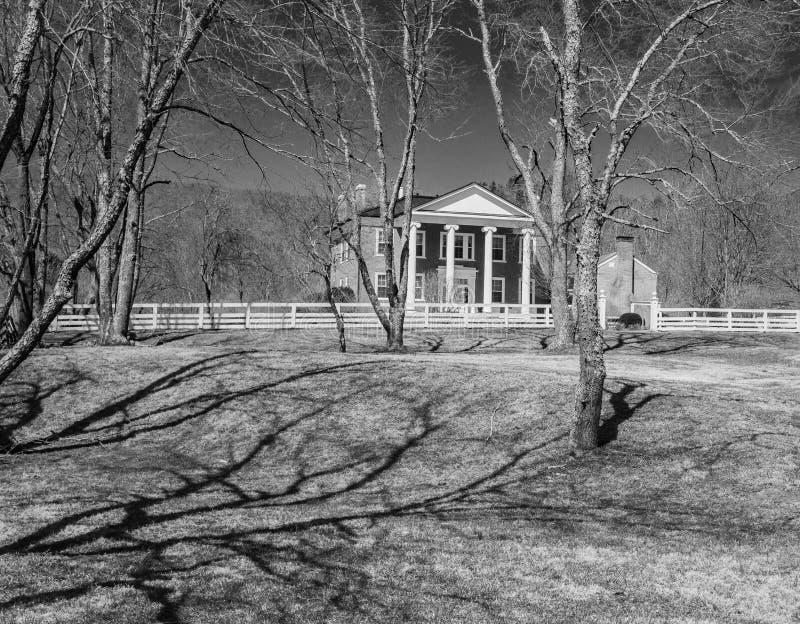Cama y desayuno ocultados imagen blanco y negro del valle fotos de archivo libres de regalías