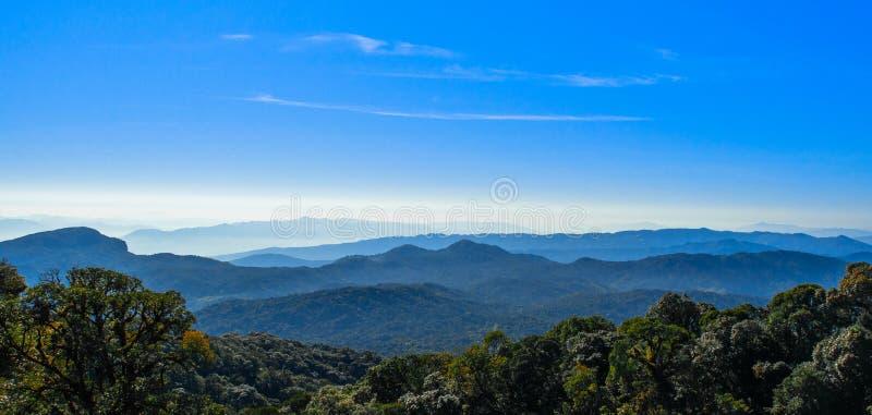 Camadas azuis das montanhas apalaches do parque do inthanon de Ridge imagens de stock royalty free