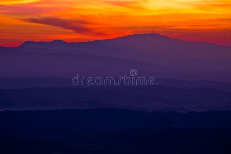 Download Camadas Coloridas Do Por Do Sol De Região De Prigorje Foto de Stock - Imagem de floresta, país: 80102878