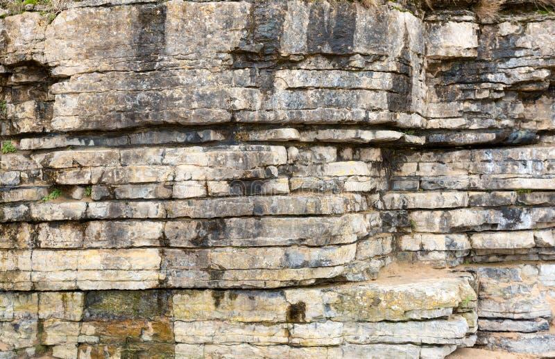 Camadas da rocha nos penhascos imagem de stock