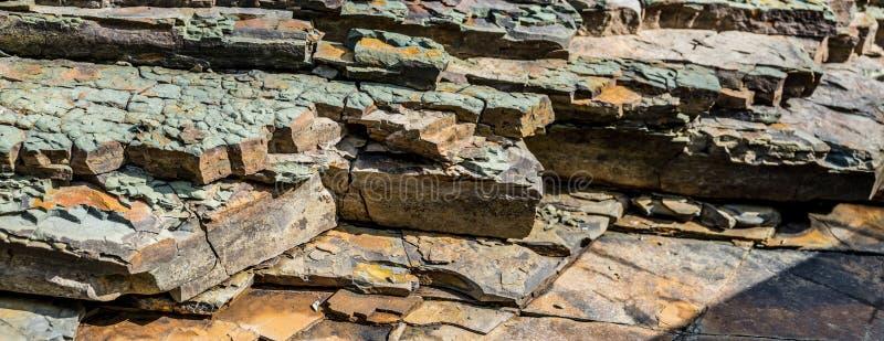 Camadas das formações de rocha Textura larga do fundo imagens de stock royalty free