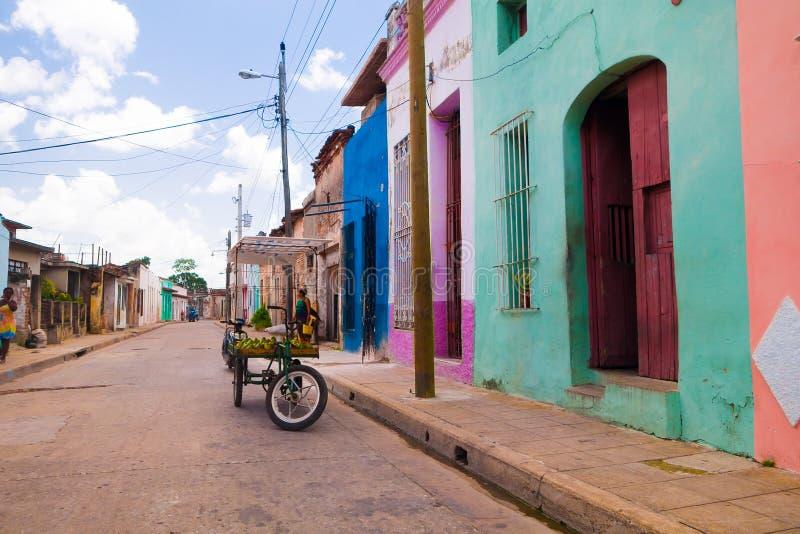 CAMAGUEY, КУБА - 4-ОЕ СЕНТЯБРЯ 2015: Взгляд улицы  стоковое изображение