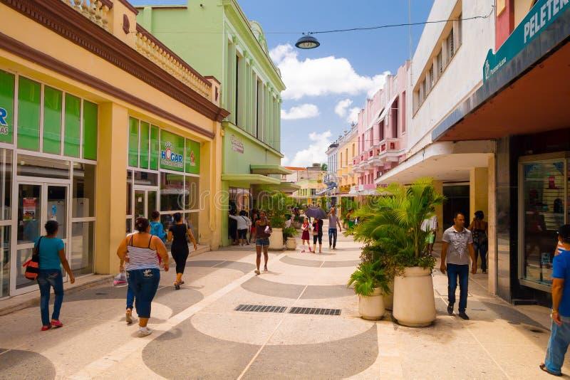 CAMAGUEY, КУБА - 4-ОЕ СЕНТЯБРЯ 2015: Взгляд улицы  стоковое изображение rf