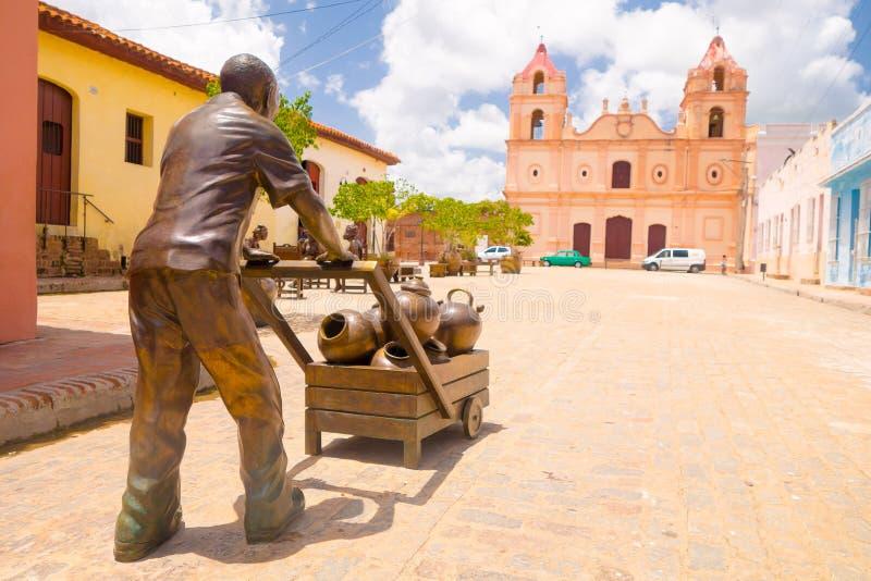 CAMAGUEY, КУБА - 4-ОЕ СЕНТЯБРЯ 2015: Статуи стоковая фотография