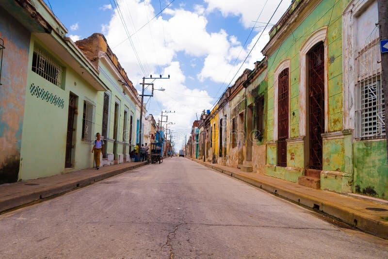 CAMAGUEY, CUBA - 4 DE SETEMBRO DE 2015: Opinião da rua de imagem de stock royalty free
