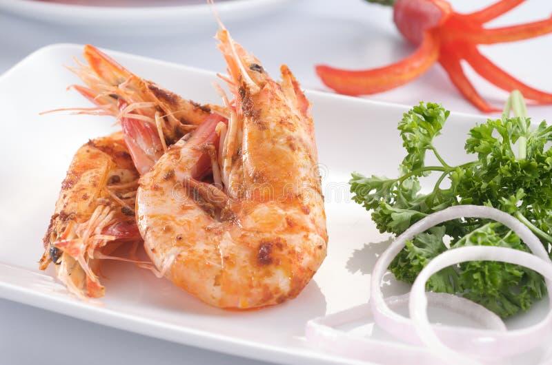 Camarão cozinhado no prato imagens de stock