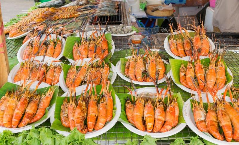 Camarão do assado no alimento da rua fotos de stock royalty free