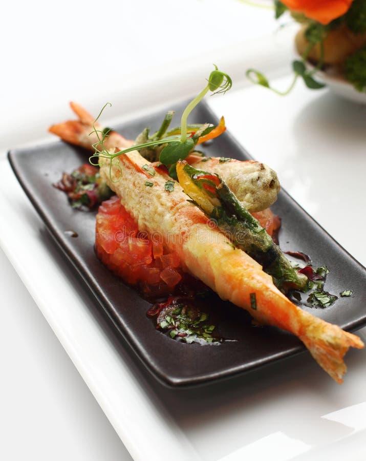 Camarão do rei com tempura vegetal imagens de stock
