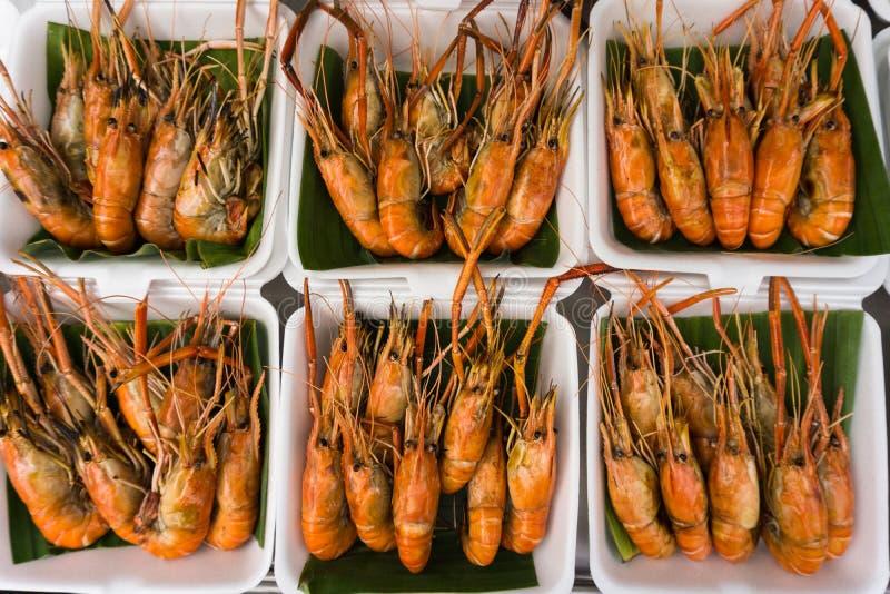 Camarão fresco para a venda no mercado fotos de stock
