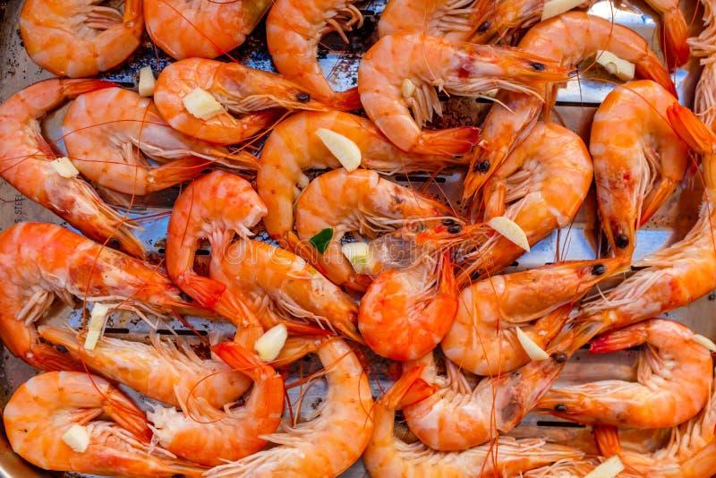 Camarão fresco pronto para uma grade foto de stock royalty free