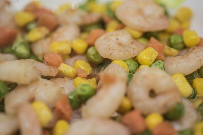 Camarão fritado cenoura do milho do feijão verde imagem de stock royalty free