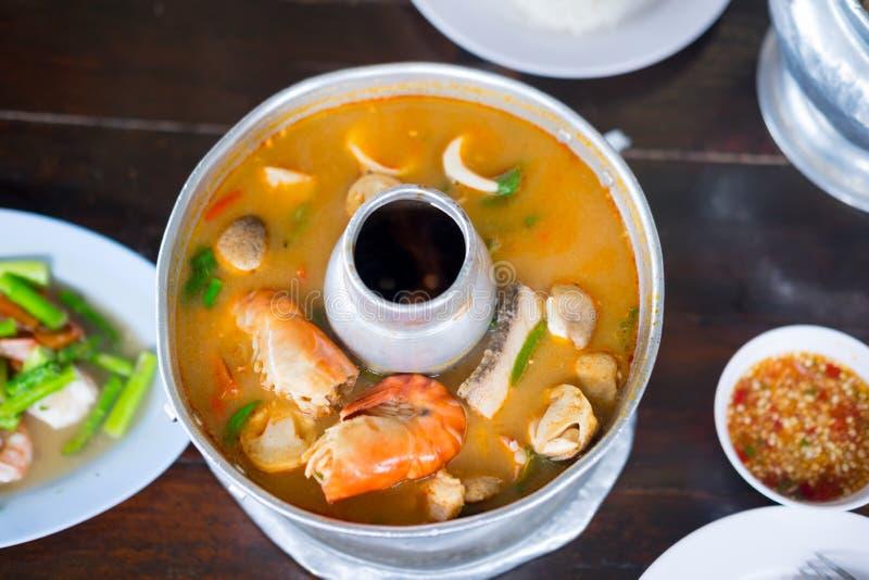Camarão picante quente da sopa de Tom Yum Goong Thai fotografia de stock