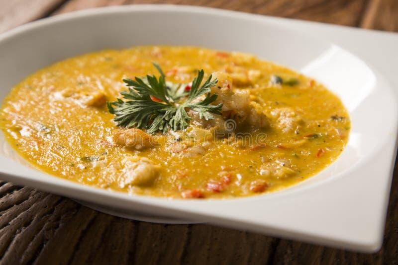 Camarón Bobo - un plato brasileño del camarón en un puro de la comida de la mandioca y de la leche de coco foto de archivo