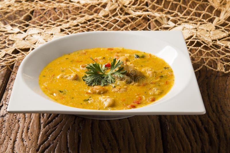 Camarón Bobo - un plato brasileño del camarón en un puro de la comida de la mandioca y de la leche de coco imagen de archivo libre de regalías