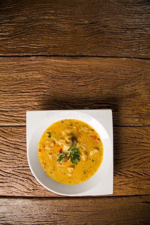 Camarón Bobo - un plato brasileño del camarón en un puro de la comida de la mandioca y de la leche de coco imagenes de archivo