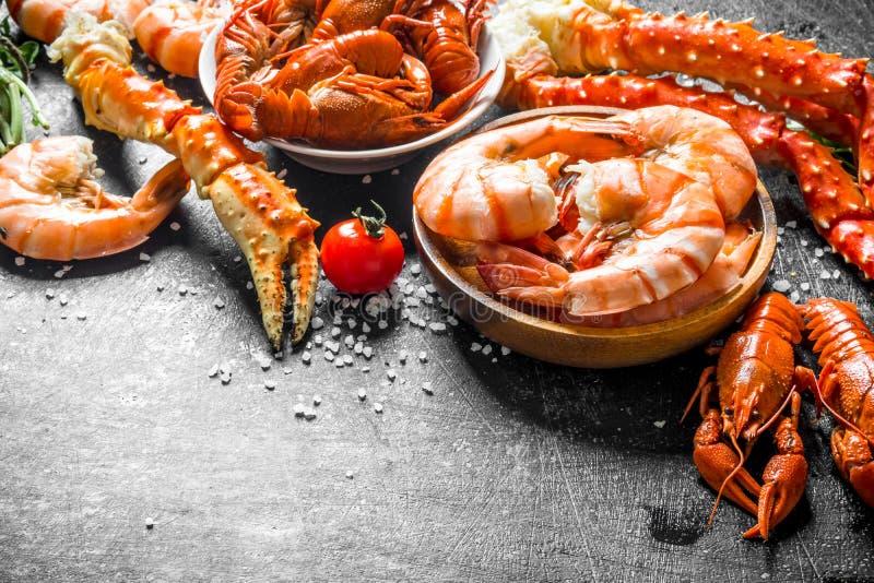 Camarón, cangrejo y cangrejos cocinados deliciosos fotos de archivo libres de regalías