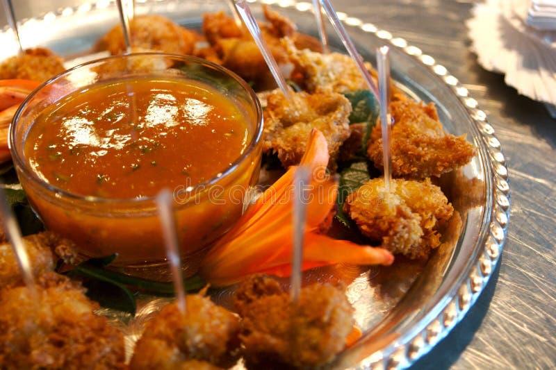 Camarón frito con la salsa de inmersión foto de archivo libre de regalías