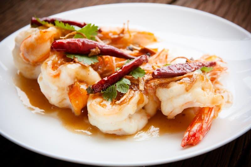 Camarón frito con la salsa del tamarindo imagen de archivo